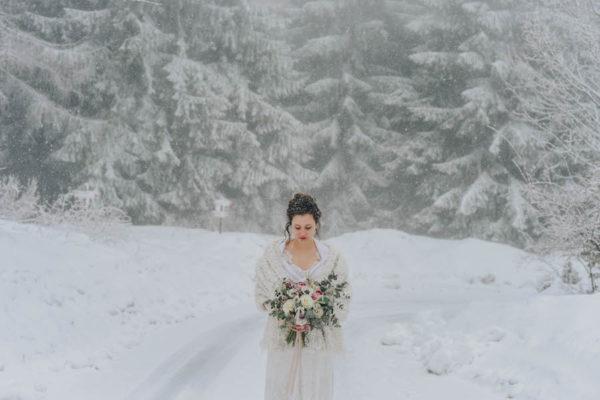 sposa invernale nella neve
