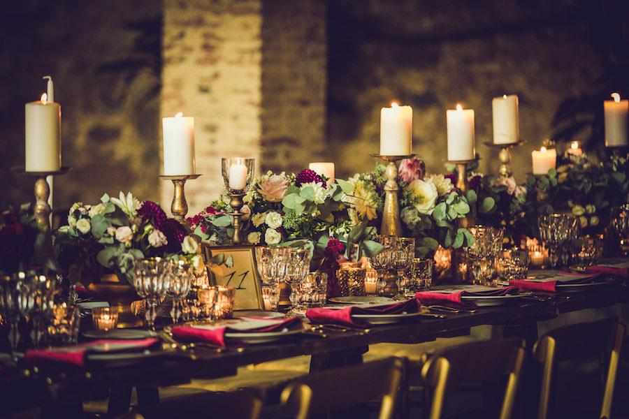 tavola matrimonio boho chic bordeaux e oro