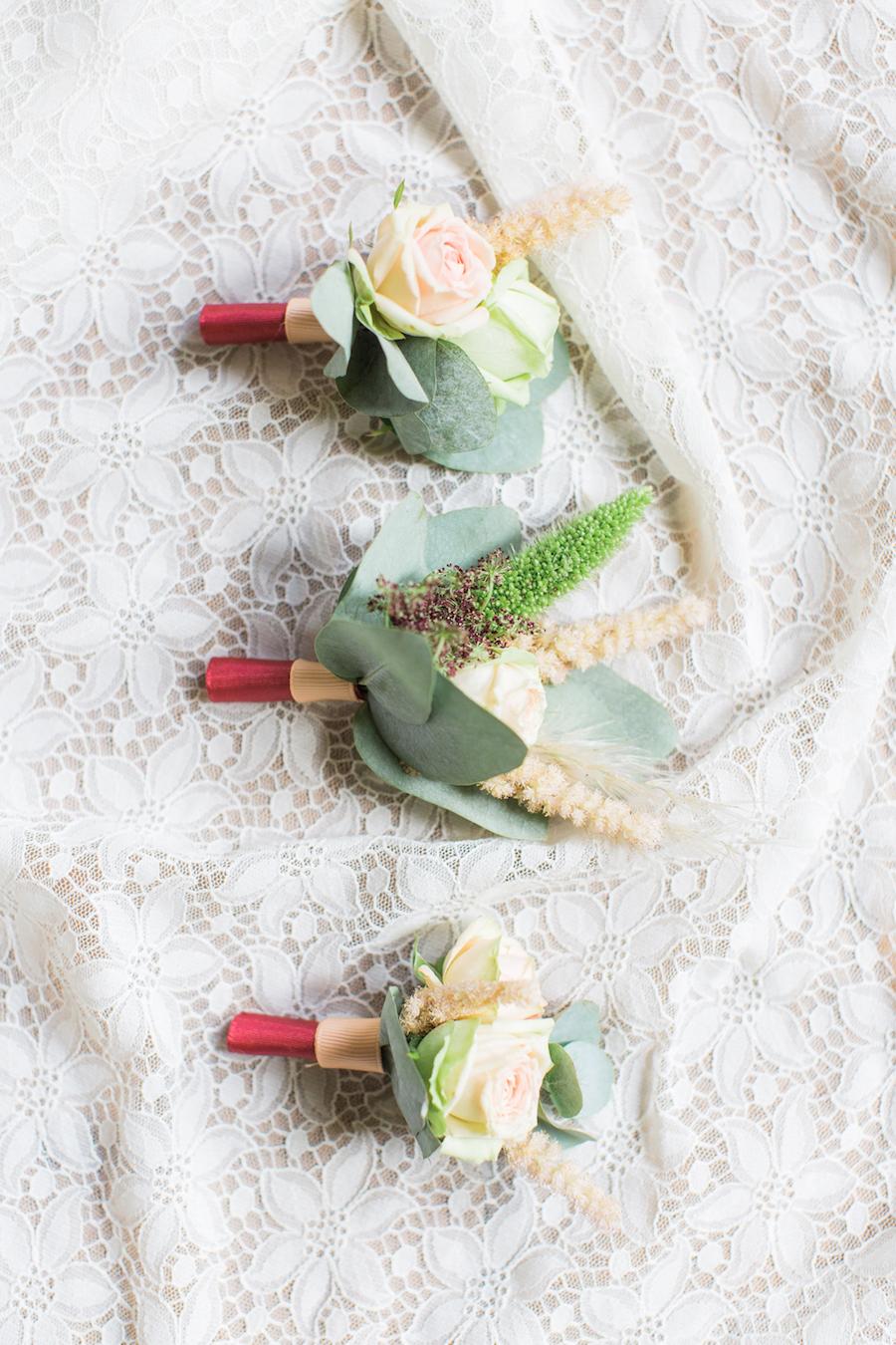 bottoniere bordeaux, rosa e verde