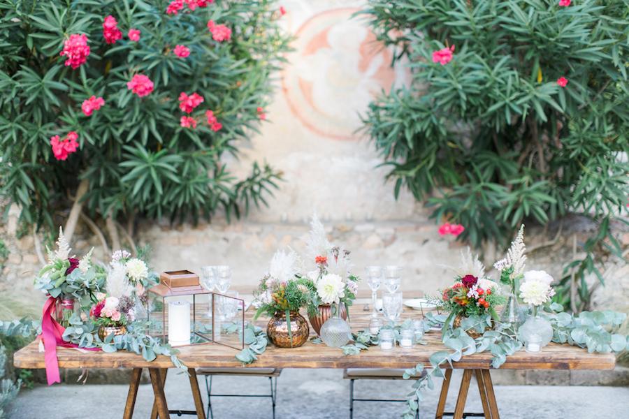 tavolo sposi con dettagli rame