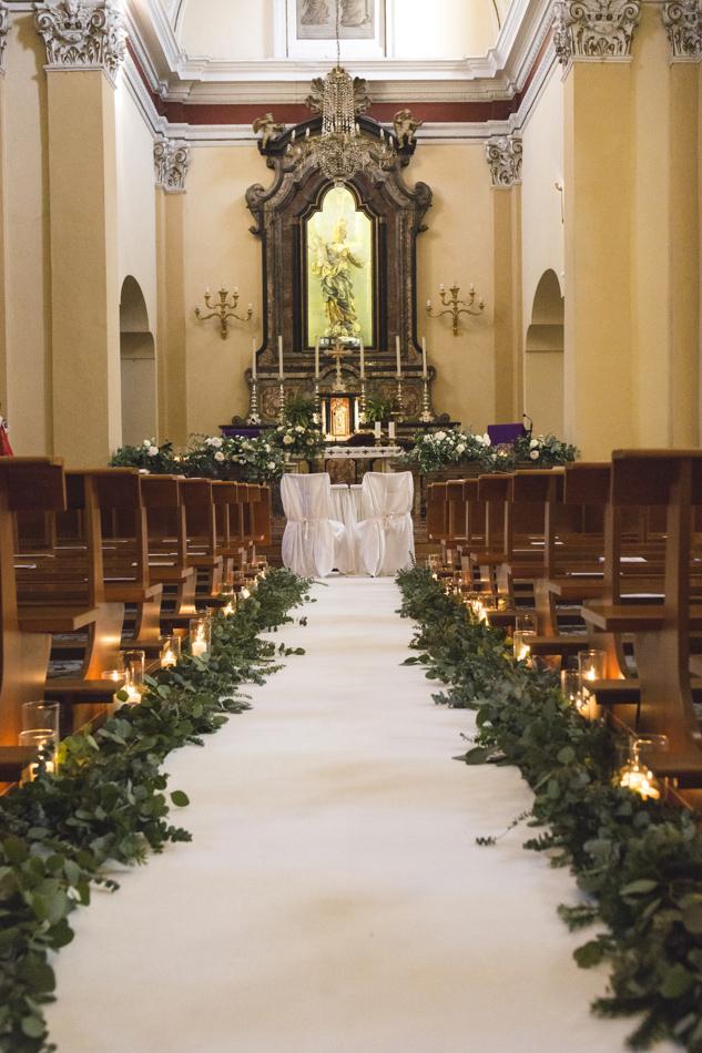 allestimento matrimonio invernale in chiesa