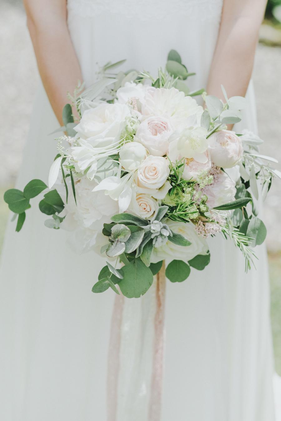 bouquet con rose inglesi ed eucalipto
