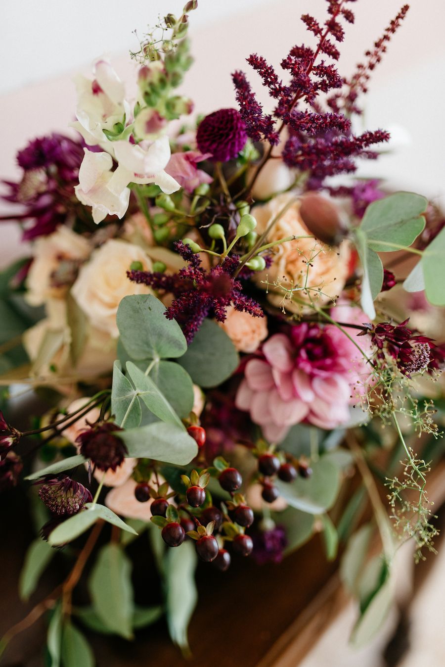composizione floreale vinaccia e rosa