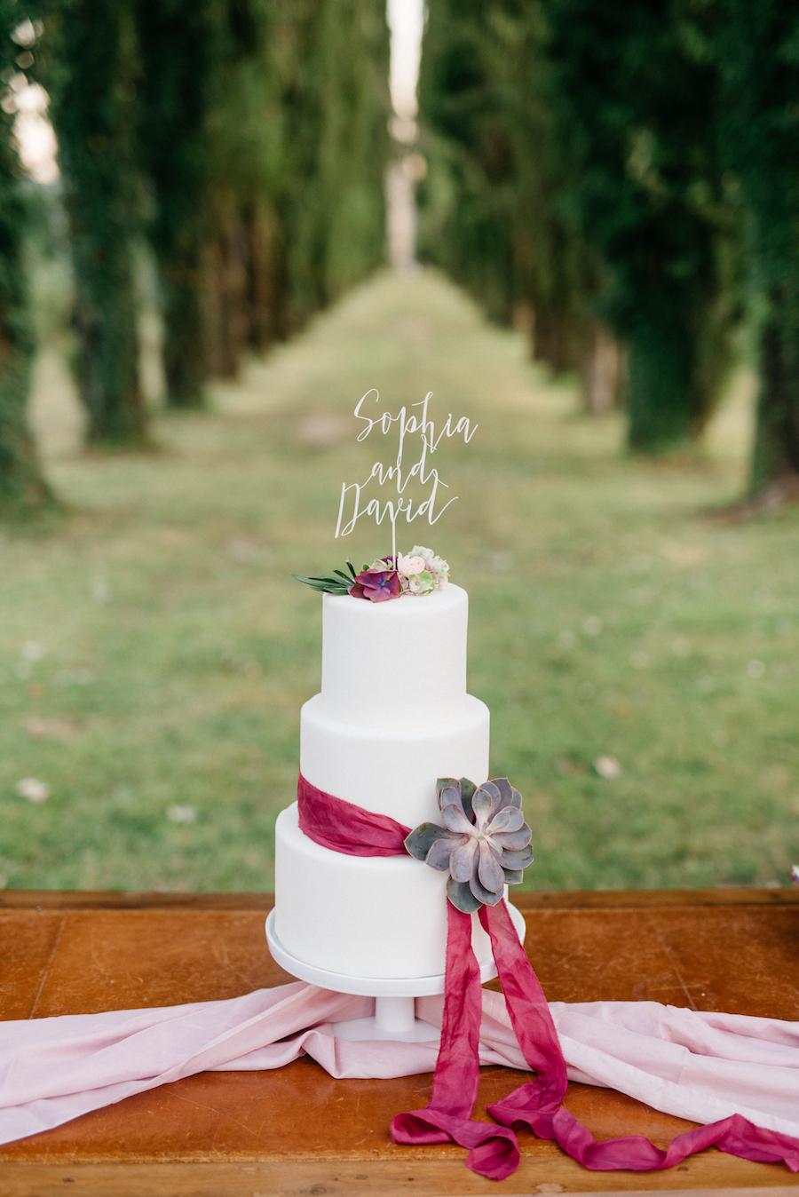 wedding cake bianca e fucsia