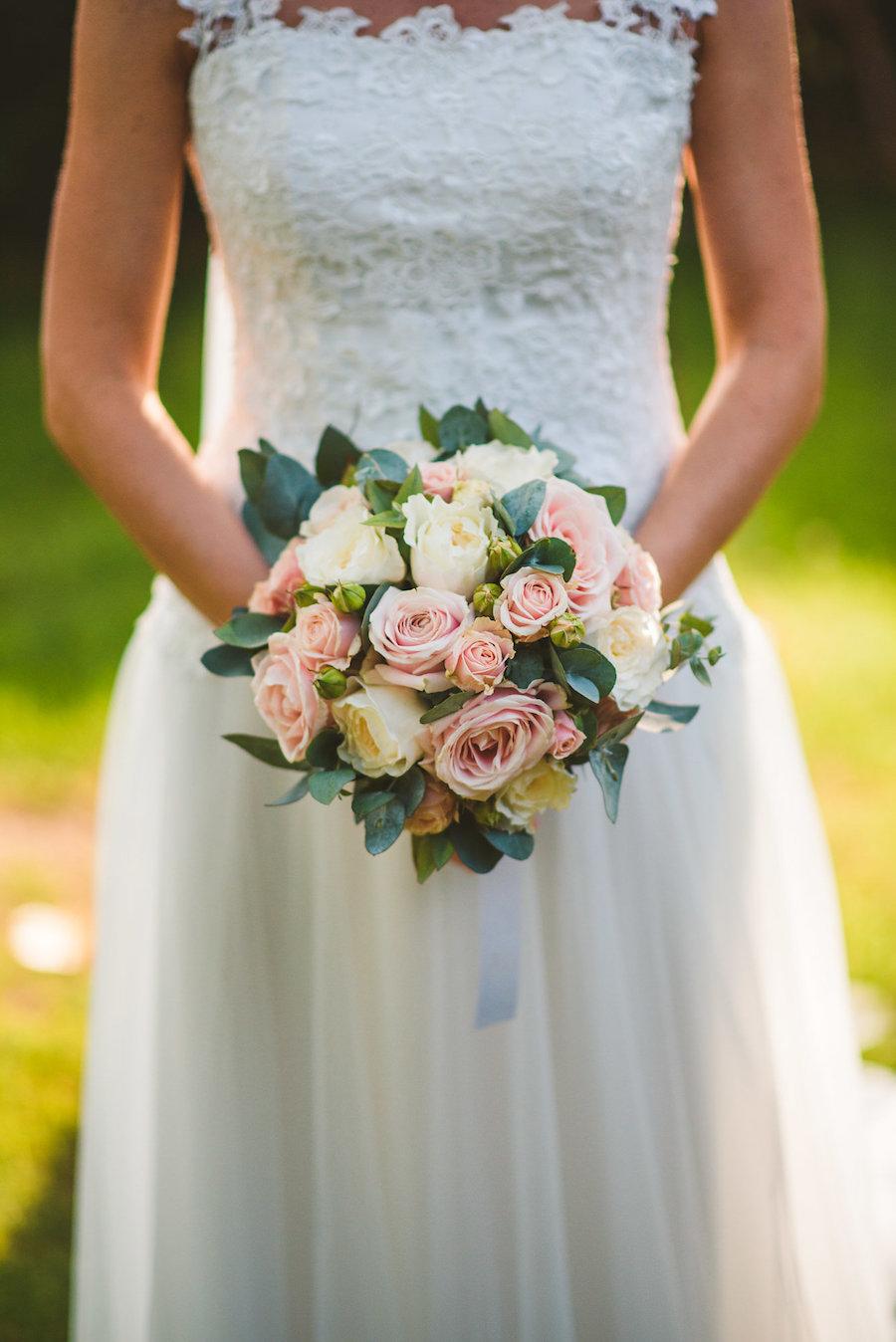 bouquet con rose e foliage