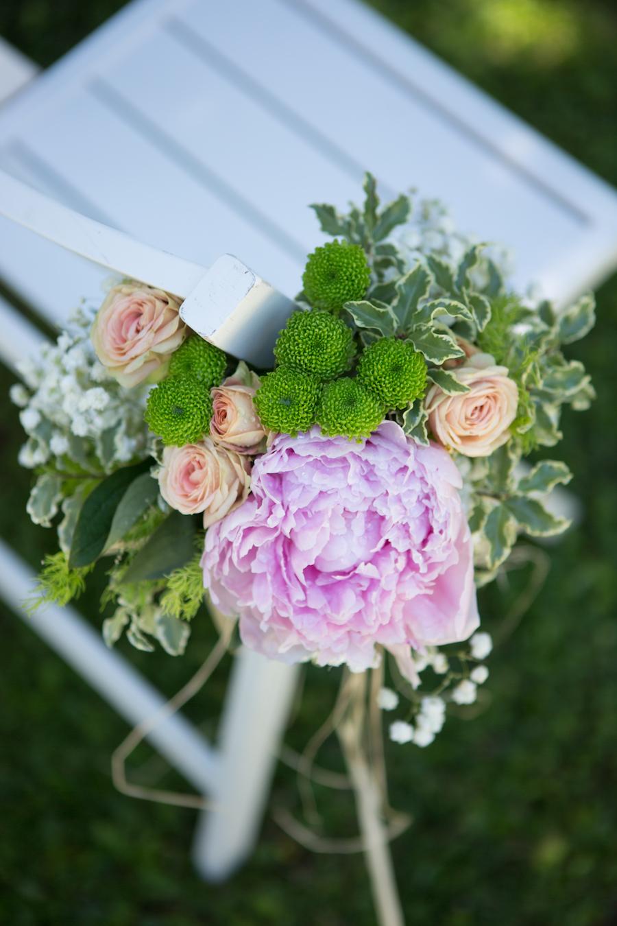 decorazione floreale sedia cerimonia