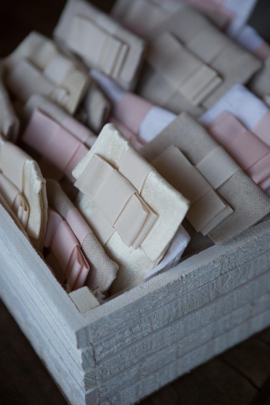 sacchetti porta confetti in lino e seta fatti a mano
