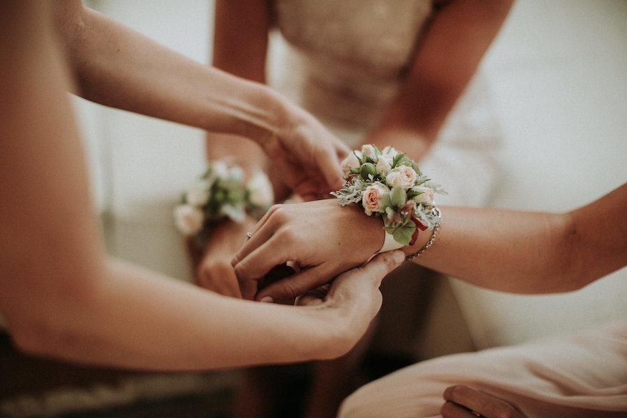 braccialetti floreali per le damigelle