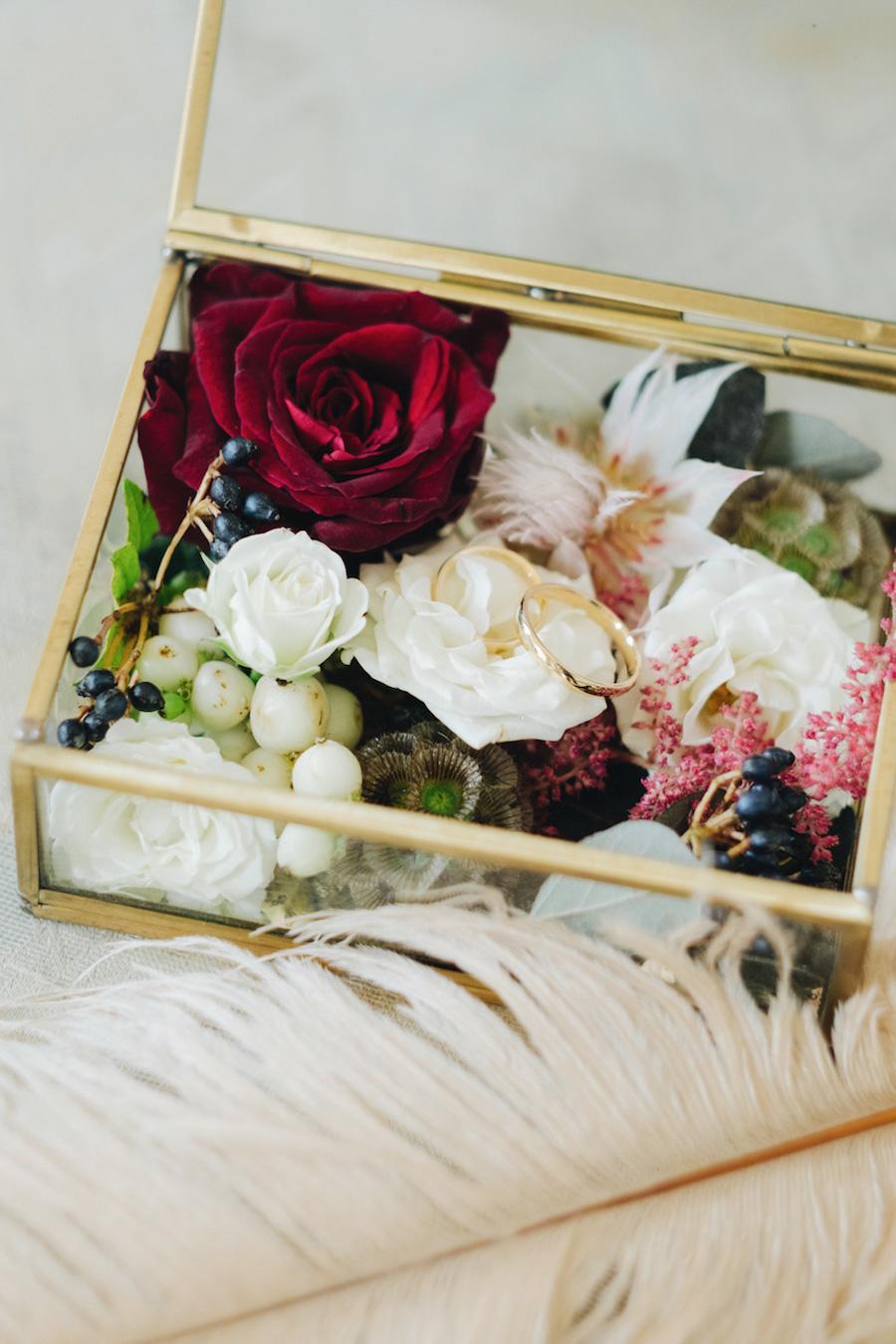 scatolina porta fedi con fiori