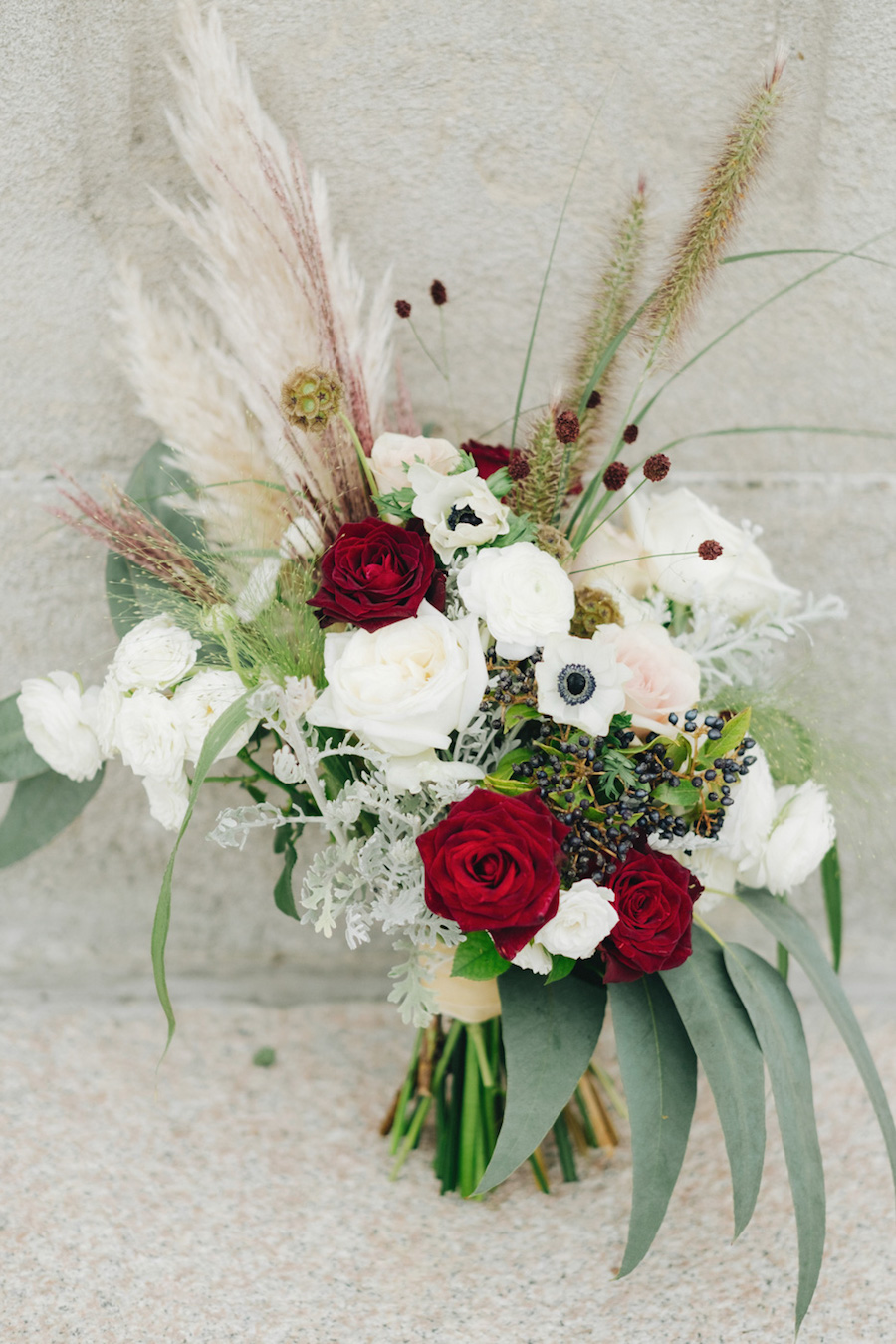 bouquet bianco, bordeaux con pampas grass