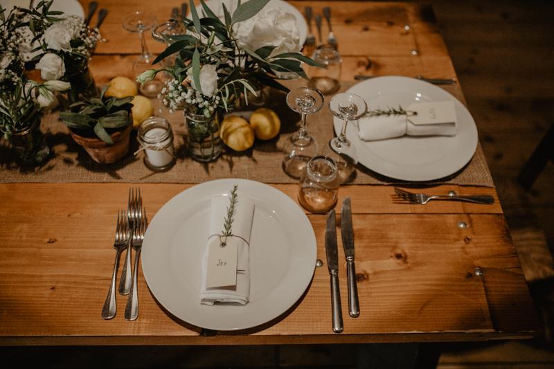 tavola matrimonio rustico con limoni e foliage