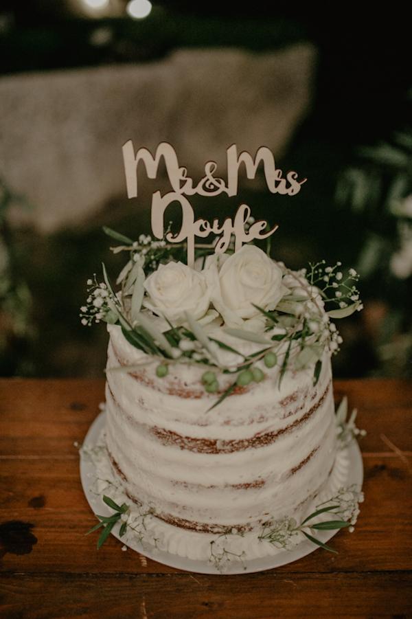 naked cake con rose e foglie d'ulivo