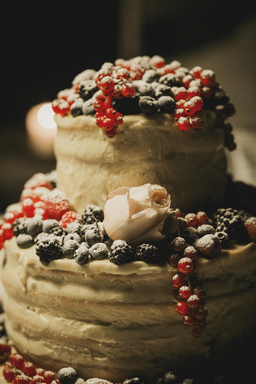 naked cake con frutti di bosco