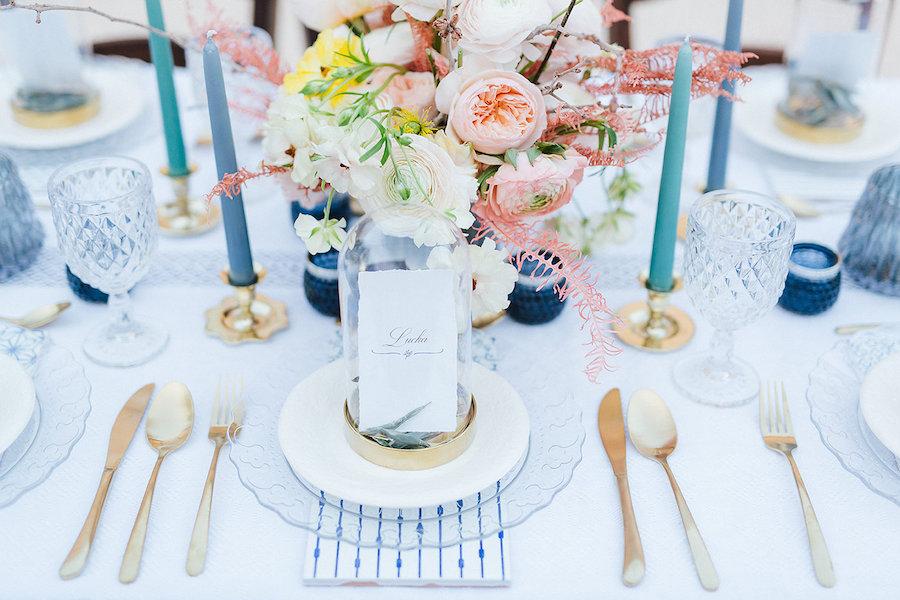 tavola matrimonio blu e oro
