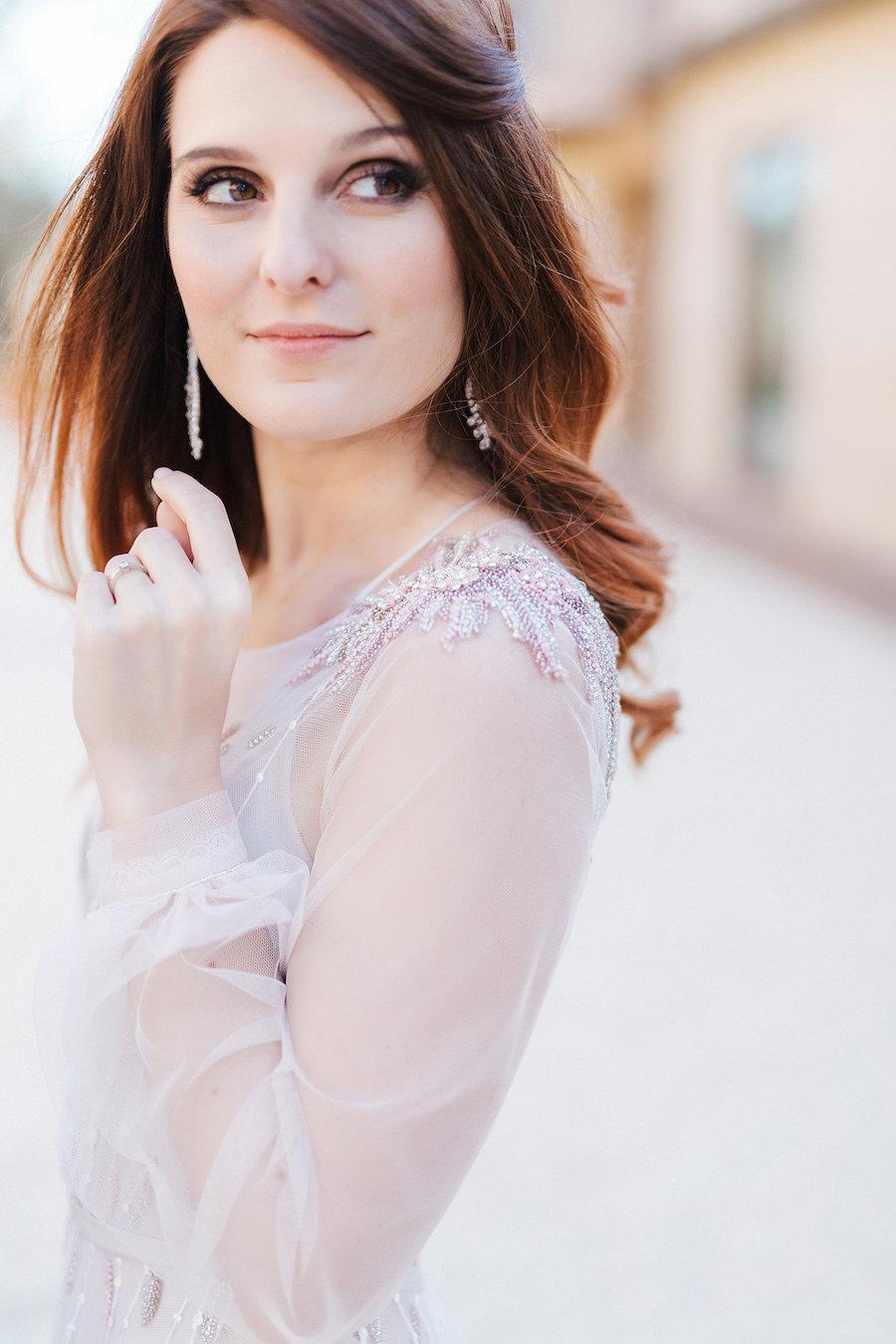 abito da sposa con maniche lunghe trasparenti