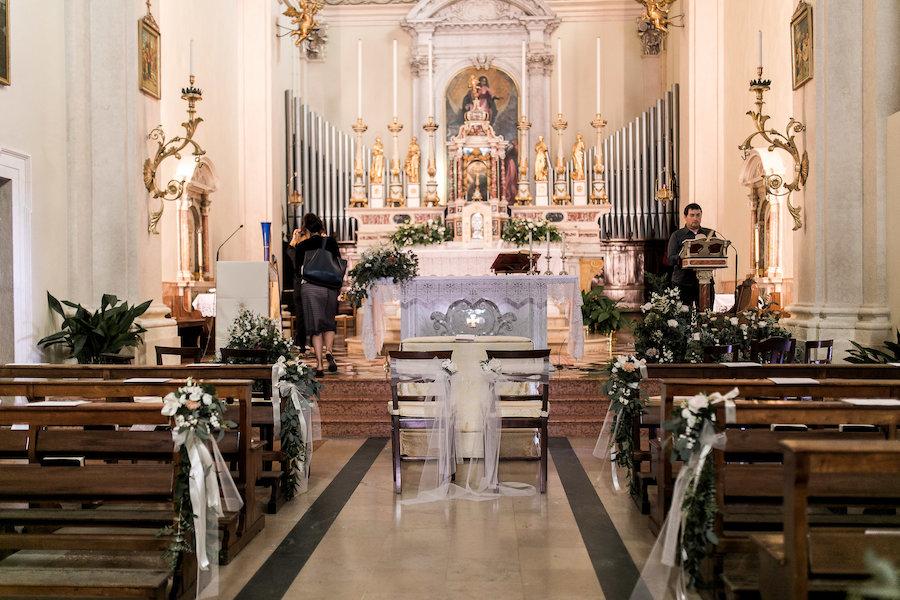 allestimento naturale cerimonia in chiesa