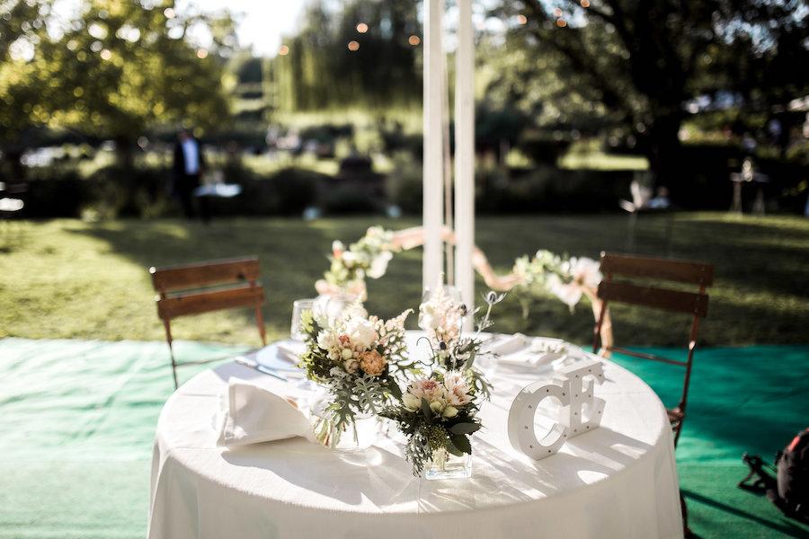 tavolo degli sposi con iniziali
