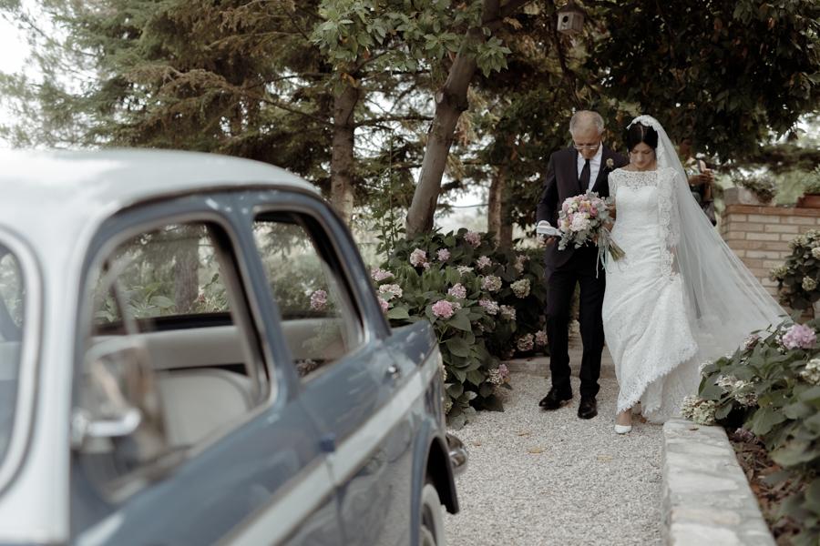 abito da sposa in pizzo pronovias