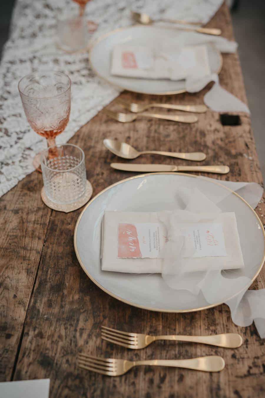 tavola matrimonio corallo e oro