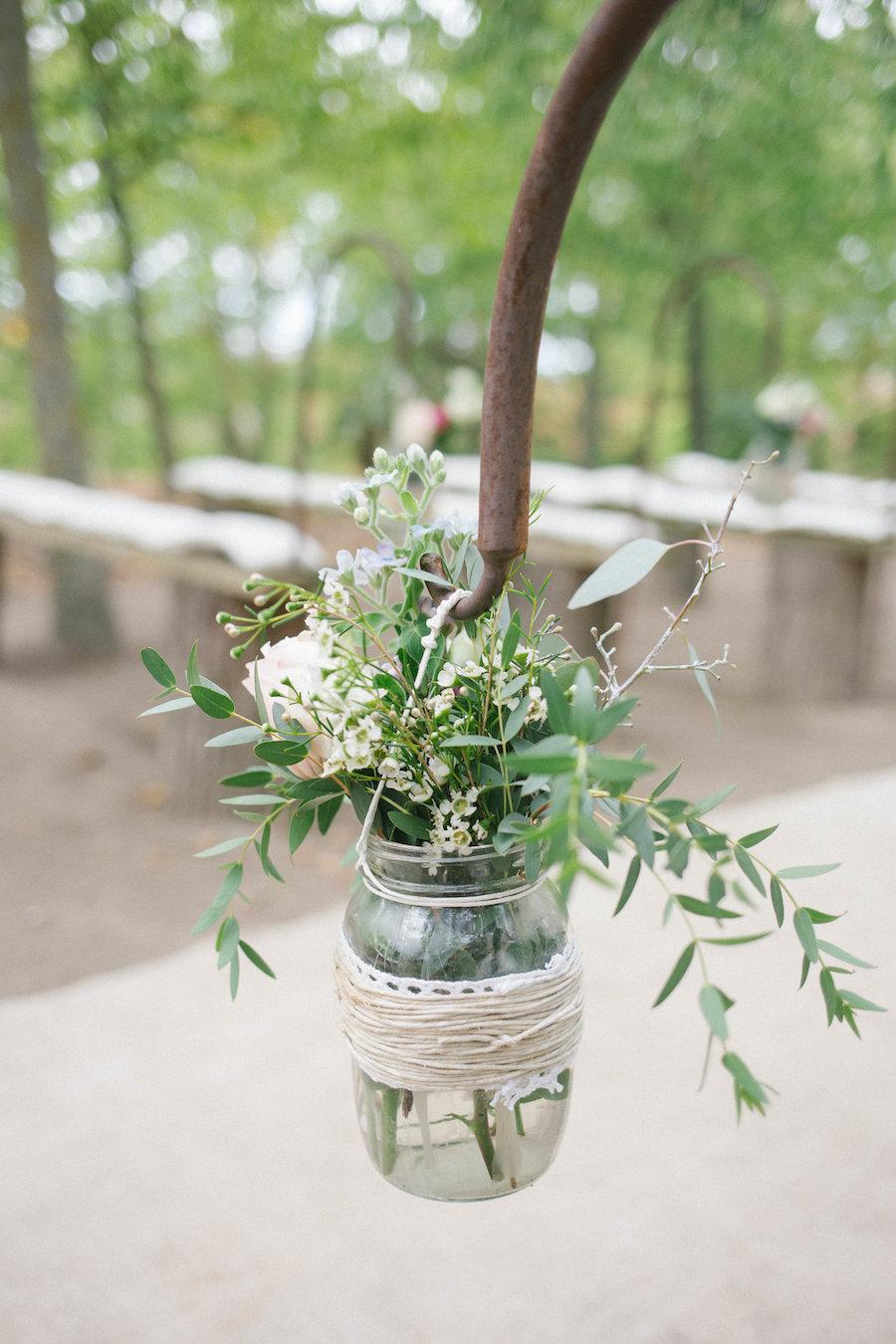 barattolo con fiori e foliage