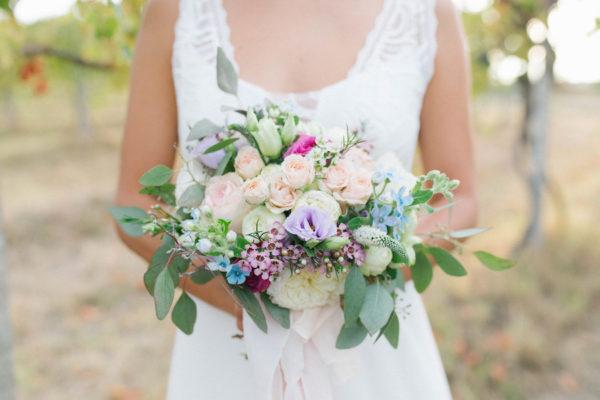 bouquet rosa, verde e azzurro
