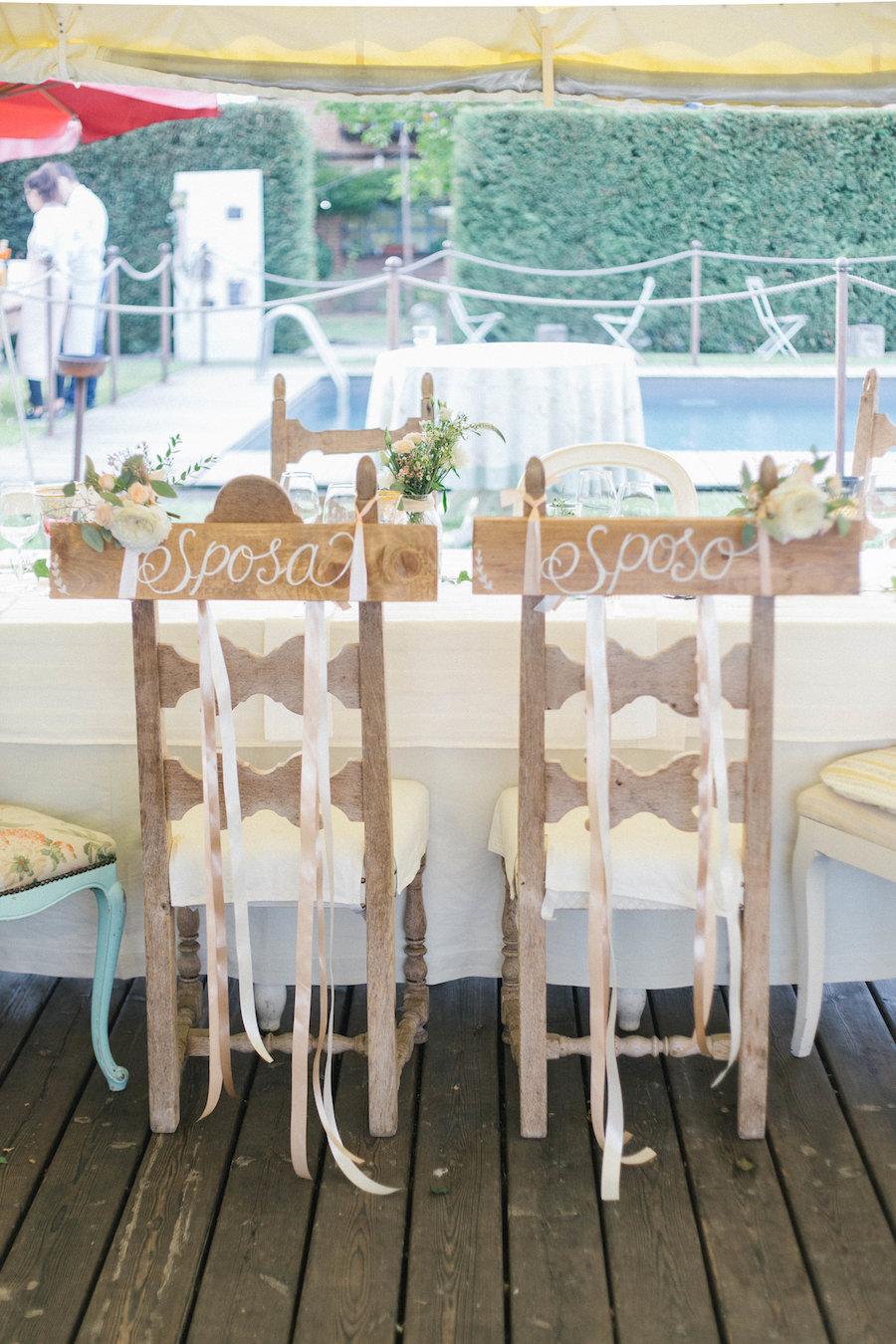 cartelli in legno sedie sposi