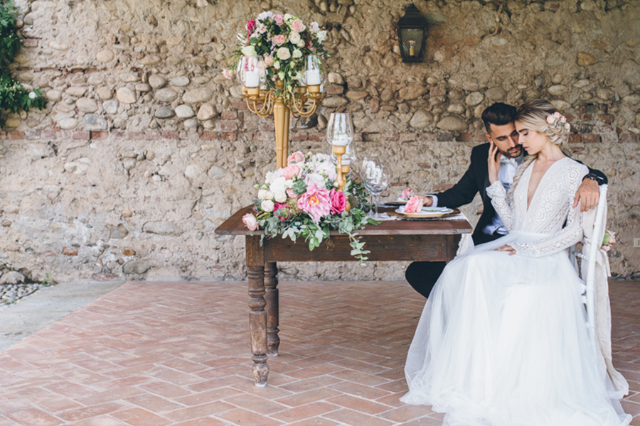 tavola matrimonio oro e rosa