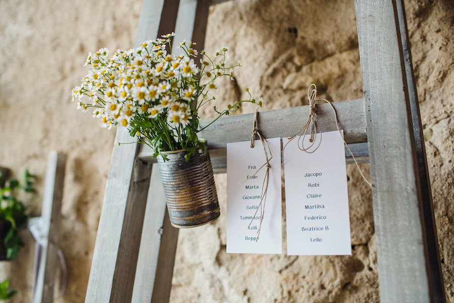 tableau de mariage con scalette e camomilla