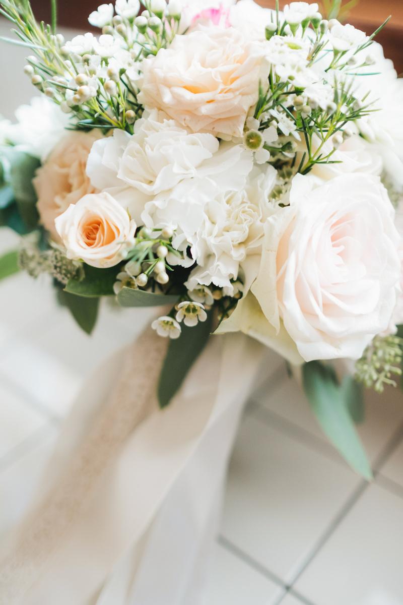 bouquet bianco e rosa cipria