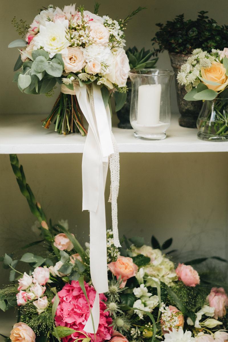 bouquet verde e rosa cipria