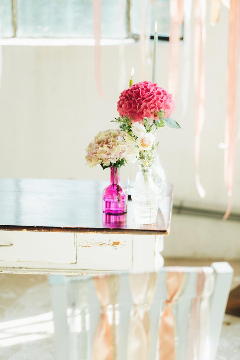 allestimento cerimonia rosa, fucsia e bianco