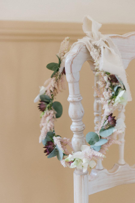corona di fiori con astilbe