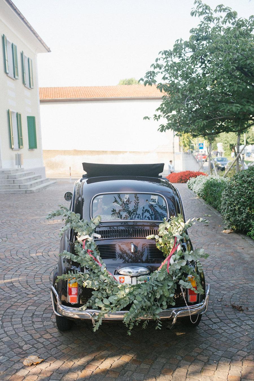 decorazione auto sposi con eucalipto