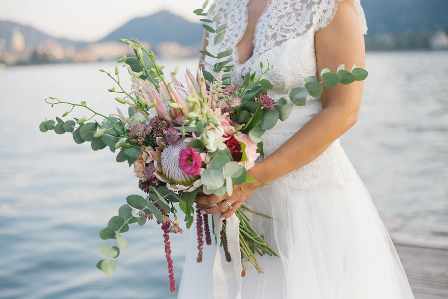 bouquet con protee ed eucalipto