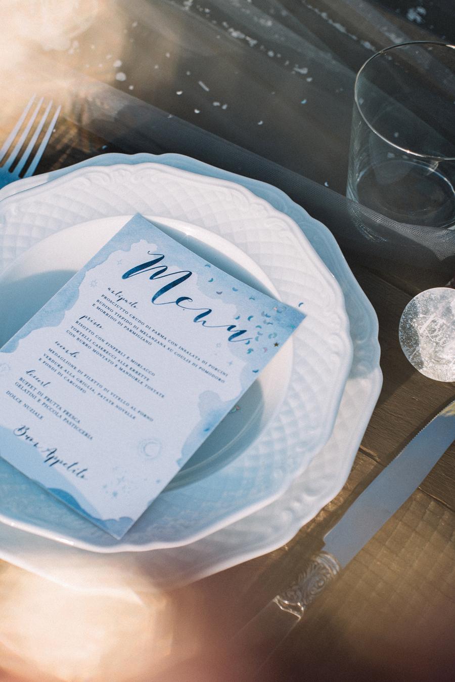 menù bianco e azzurro