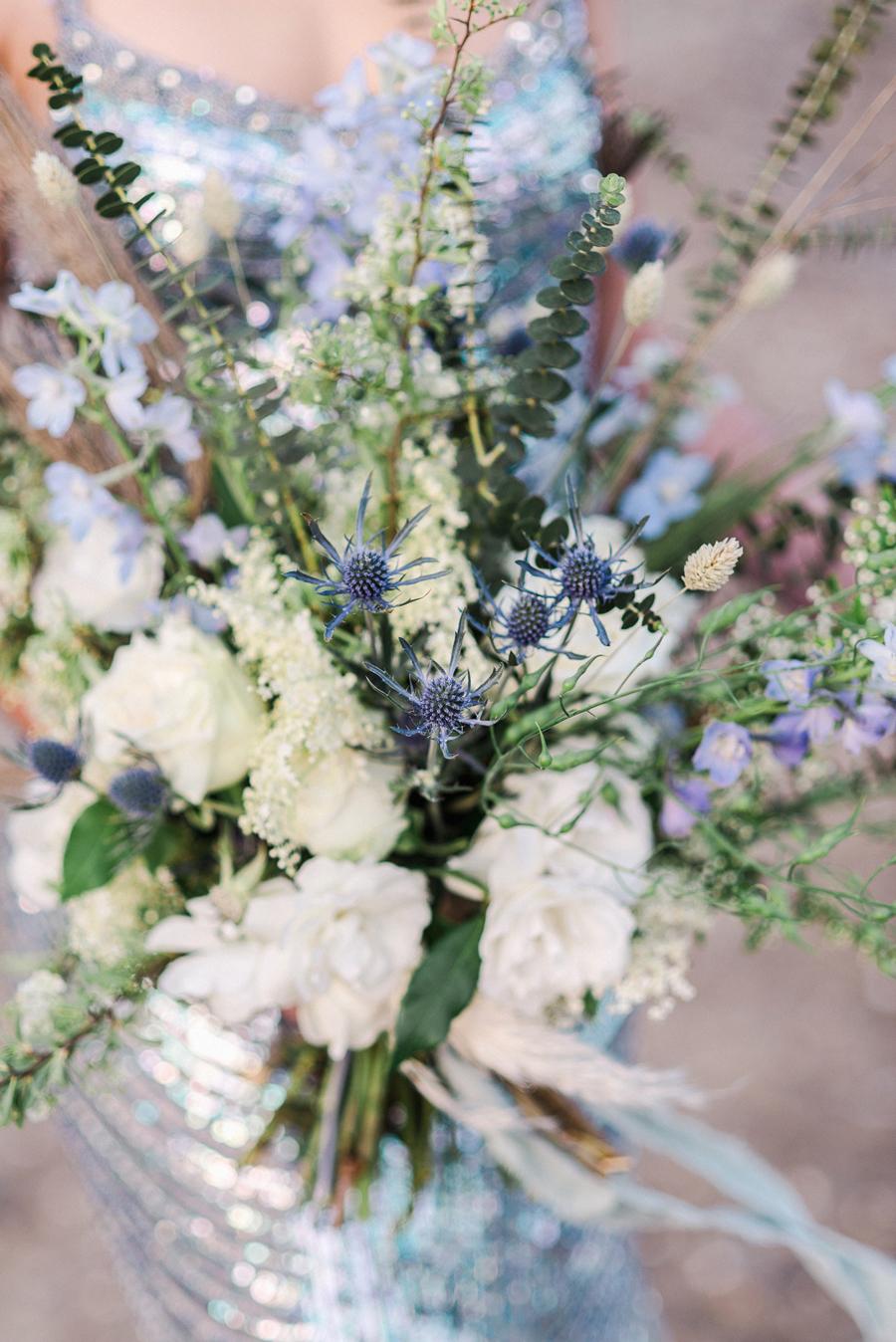 bouquet organico bianco e azzurro
