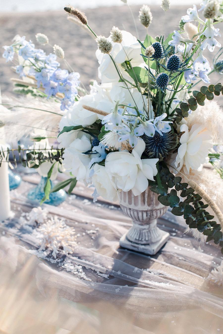centrotavola bianco e azzurro
