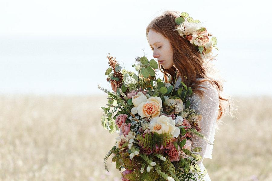 bouquet con rose inglesi e orchidee