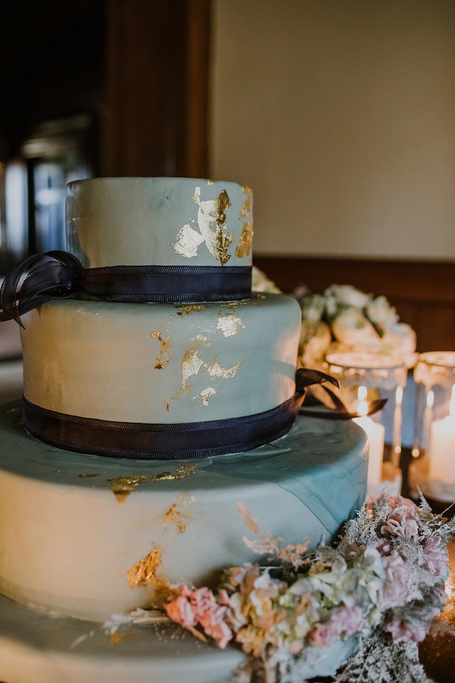 wedding cake azzurra e oro