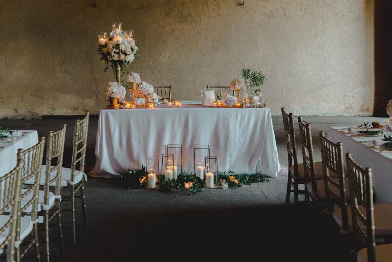 tavolo degli sposi rosa e oro