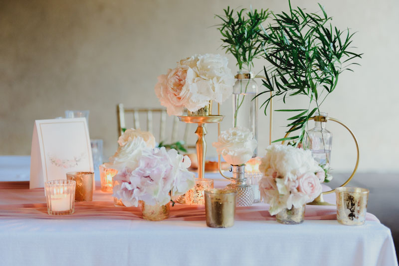 allestimento matrimonio con peonie e candele