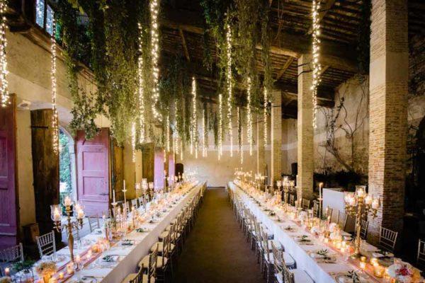 Oro e peonie per un matrimonio incantato
