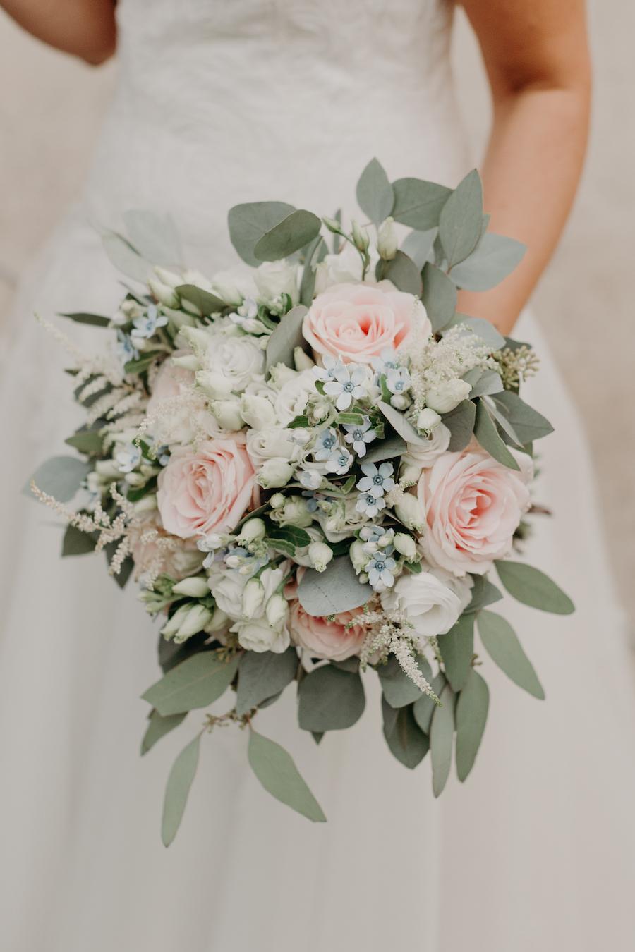bouquet con rose e nontiscordardime