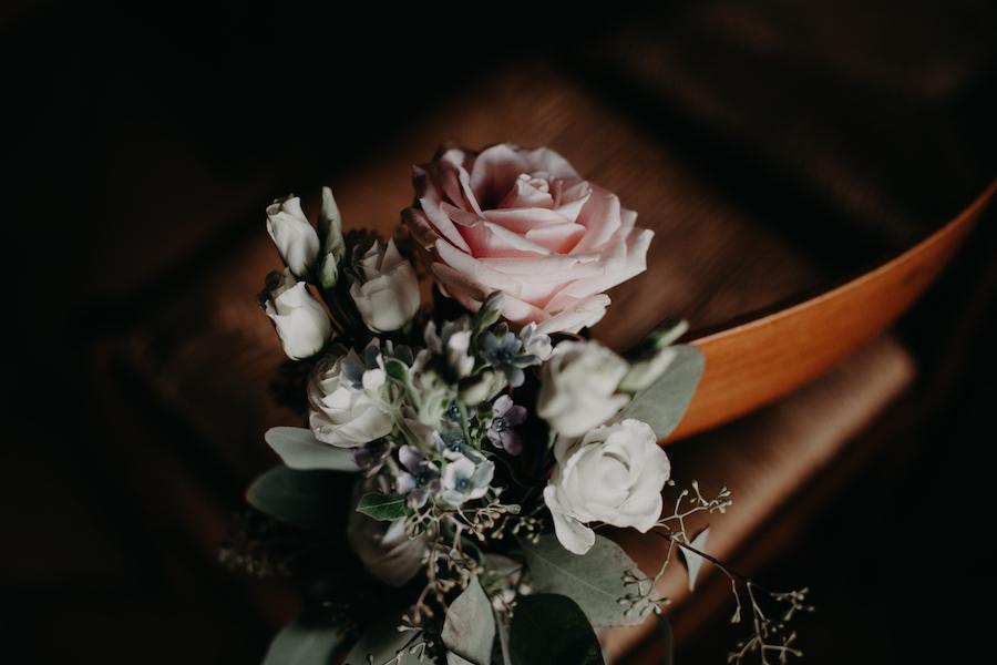 decorazione sedie con rose