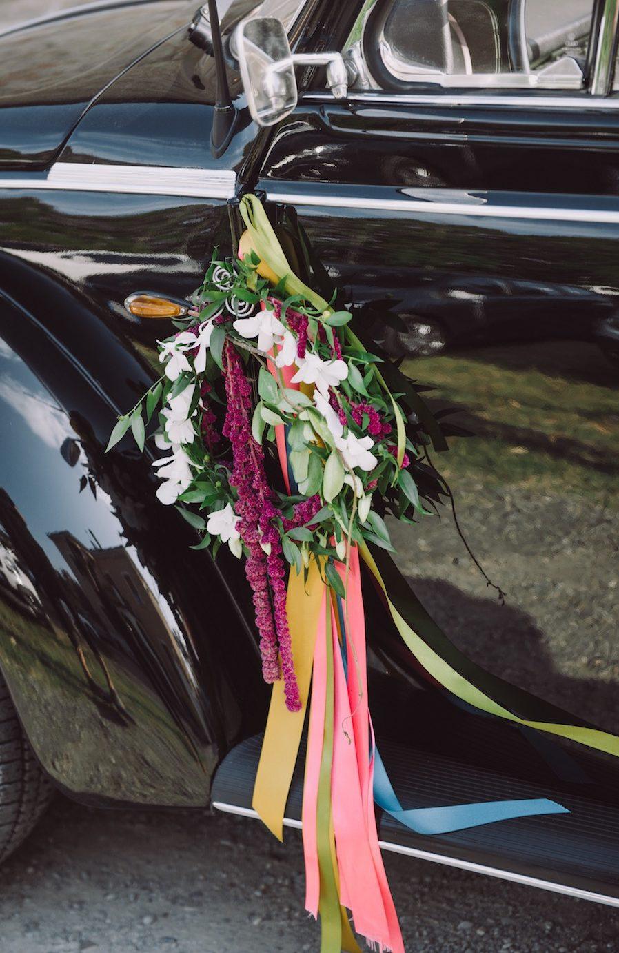 decorazione auto sposi con nastri