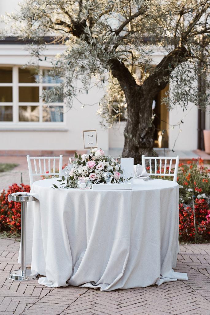tavolo sposi romantico