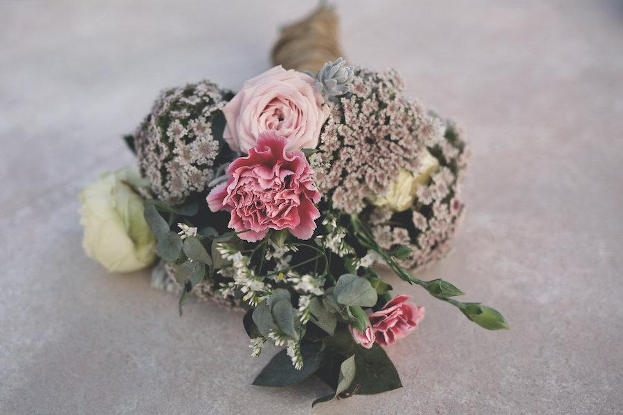bouquet con rose e garofani