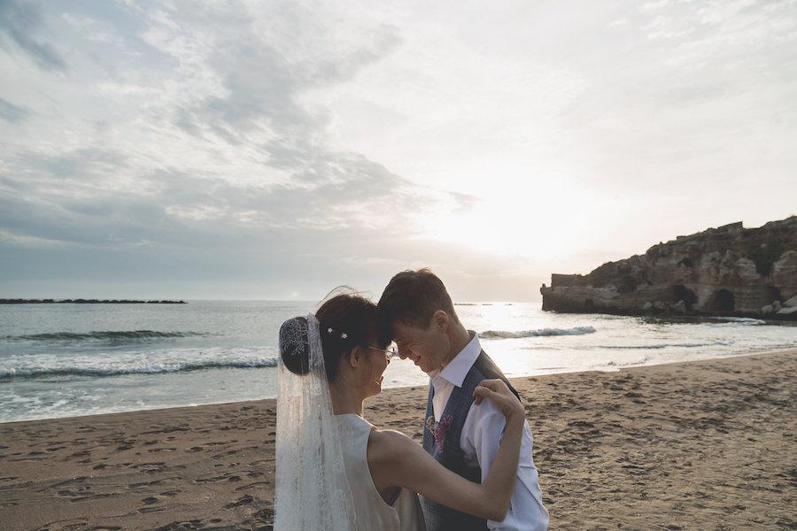 matrimonio romantico sulla spiaggia