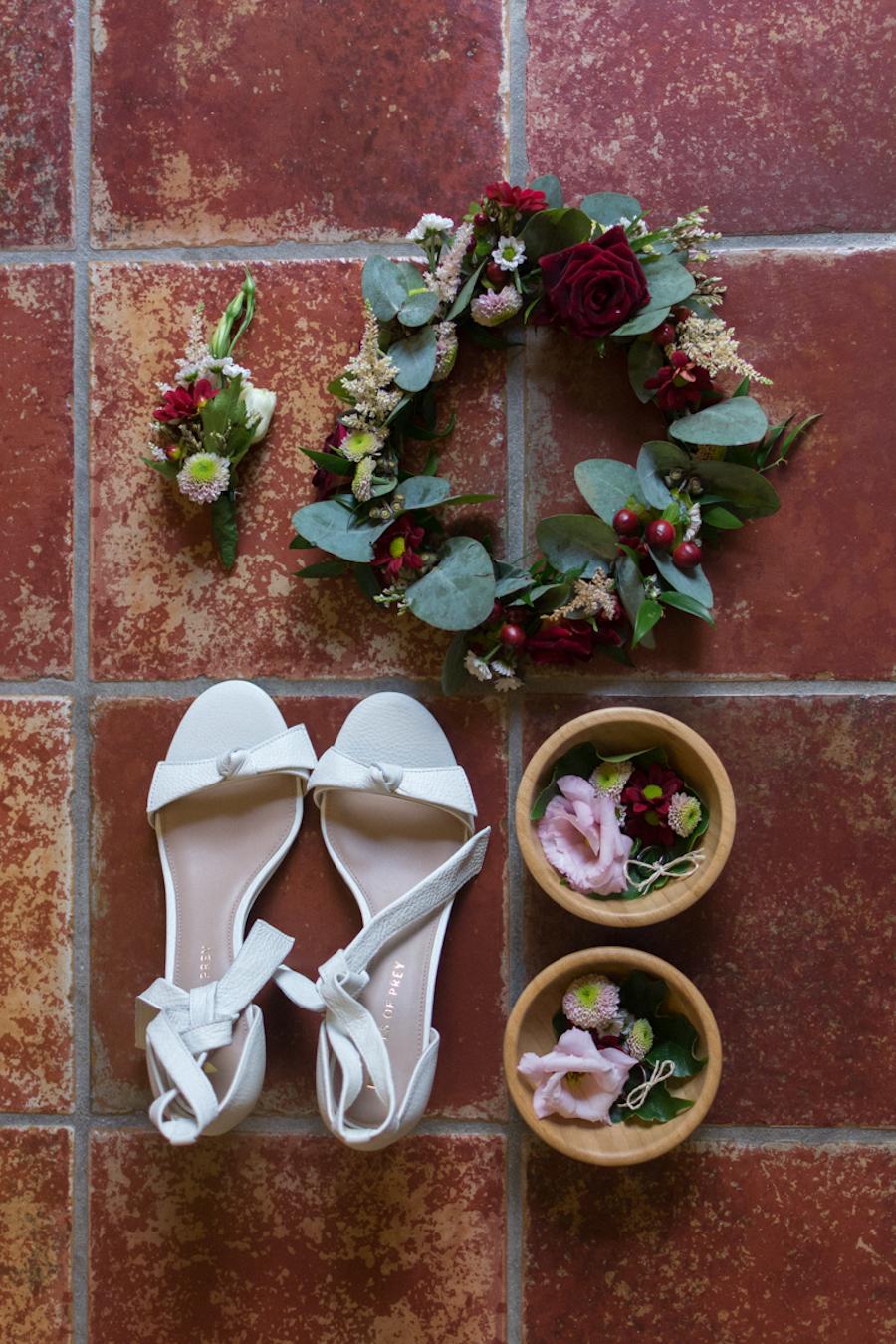 corona di fiori rosa e bordeaux