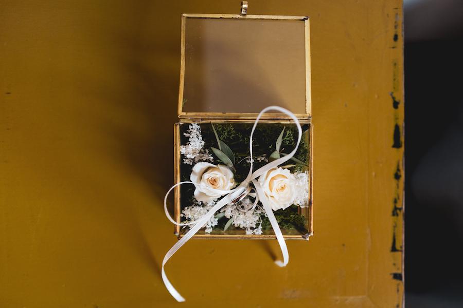 scatolina portafedi con fiori